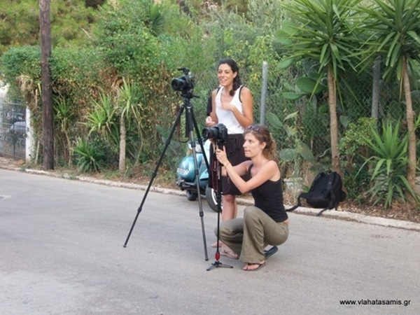 Δυο νέα κορίτσια γυρίζουν ντοκιμαντέρ για τα Βλαχάτα (Σάμης)
