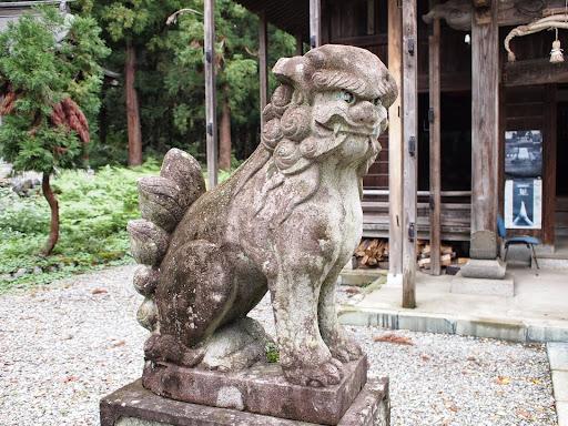 [写真]神殿前のこま犬