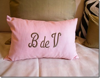 large_11-Charming-pillow-with-initials-Beaume-de-Venise-web