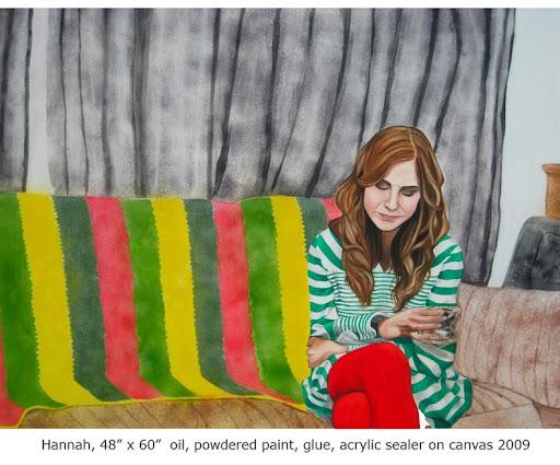 فنانة تستخدم الغبار المنزلي لوحاتها
