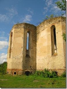 Меджибіж, руїни церкви
