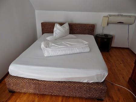 34. Dormitor Pensiunea Doi Capitani Delta Dunarii.JPG