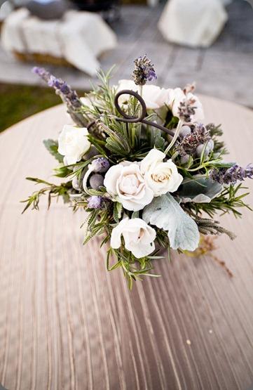 ErinDan_SaltwaterFarmVineyard_AnnaSawinPhoto_060 hana floral design