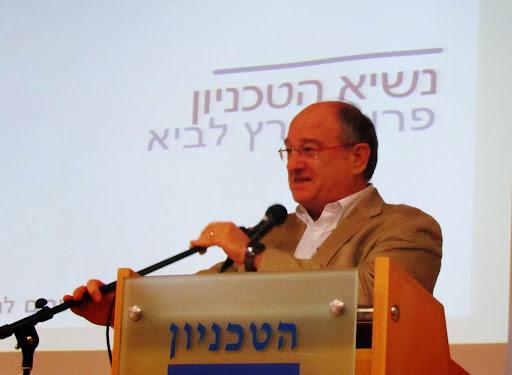 5 prezident Tehniona Perec Lavi.jpg