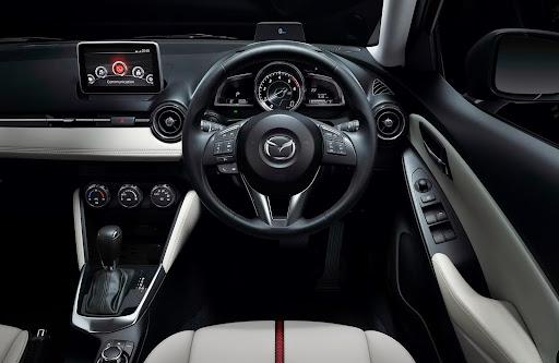 2015-Mazda2-Demio-31.jpg