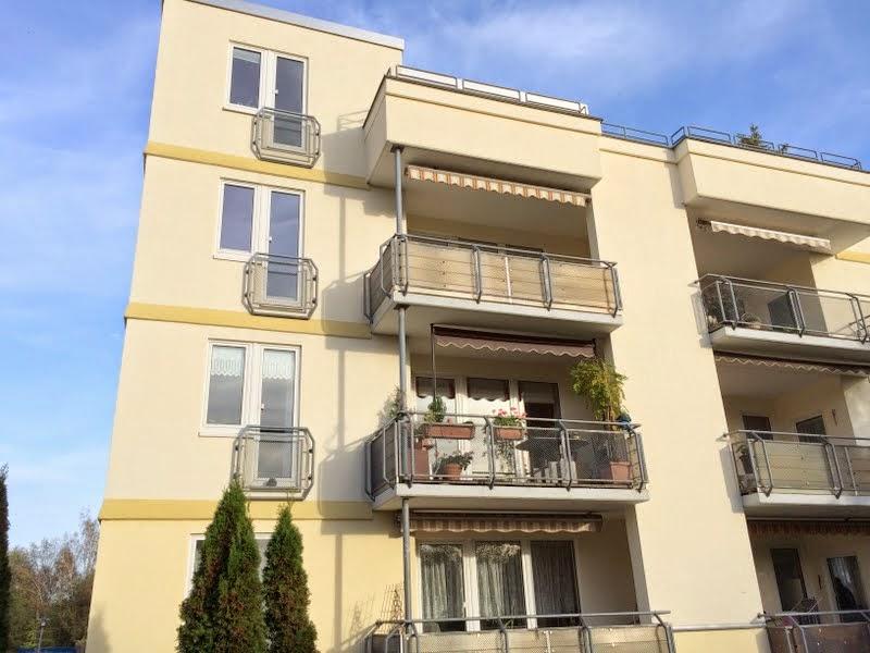 mit balkon und herrlichem blick karen rost immobilien. Black Bedroom Furniture Sets. Home Design Ideas