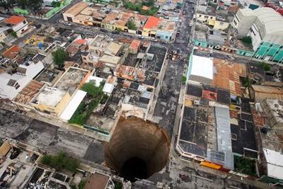 guatemala-city-sinkhole_21110_600x450