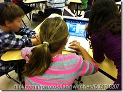 flickr - langwitches - kids around a laptop - 6461718207