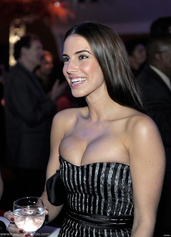 jessica-lowndes-boobs-tits-linda-sensual-sexy-peitos-decote-desbaratinando-sexta-proibida (63)