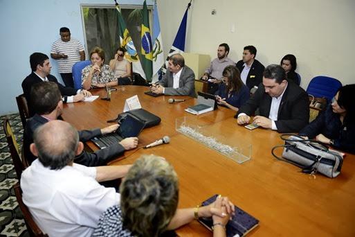 Governadora em reunião com o reitor da UERN e funcionários - Elisa Elsie  (2)