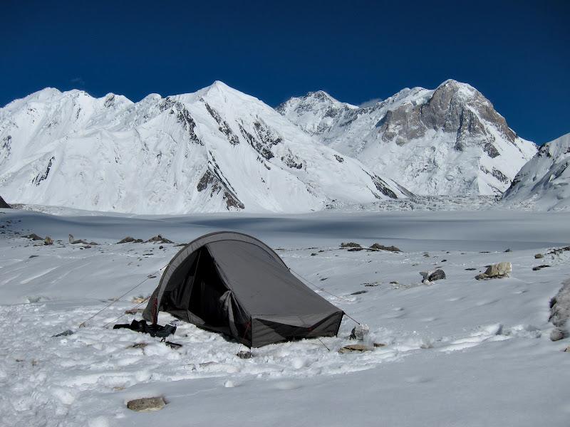 Tabara 1, 4300 de metri, inca in portiunea de jos a ghetarului.