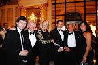 Guido Parisier saluda a los invitados, entre quienes se encontraban Reina Reech, Cesar Juricich, Julio De Marco, y Alejandra Stefani