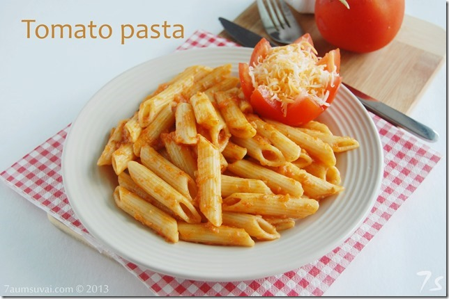 Penne pasta with tomato sauce