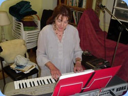 Delyse Whorwood giving the Korg Pa1X a whirl
