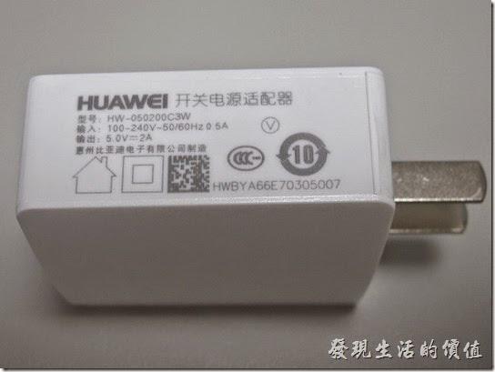 華為榮耀Honor6智慧型手機使用5V, 2A充電的變壓器,使用typeB的micro-USB充電線。