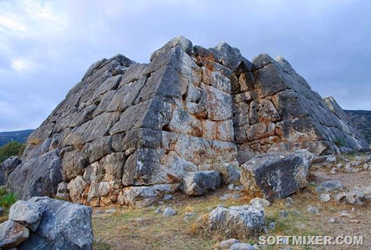 Greciya-piramida-Elliniko-1