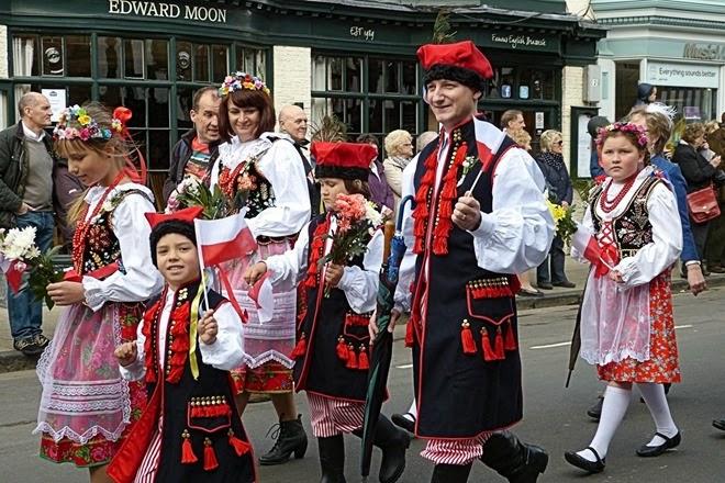 Поляки на параде, посвященном дню рождения Шекспира