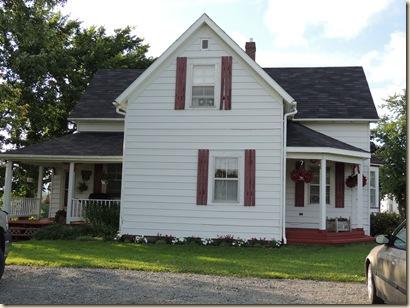 738.Gavel house