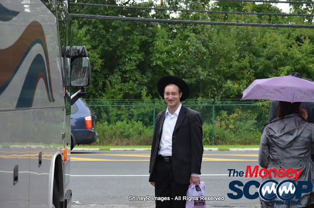 Loading the Buses in Monsey for the Siyum HaShas In MetLife Stadium (Meir Rothman) - DSC_0007.JPG