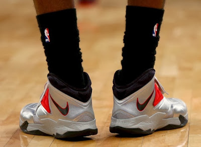 nike zoom soldier 7 pe miami heat silver pe 1 02 Closer Look at LeBrons Favorite Nike Zoom Soldier VII Silver PE