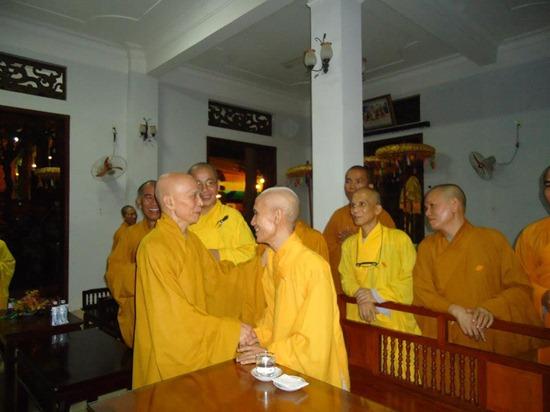 hoa-thuong-tue-sy-vieng-linh-hoa-thuong-thich-minh-chau (10)