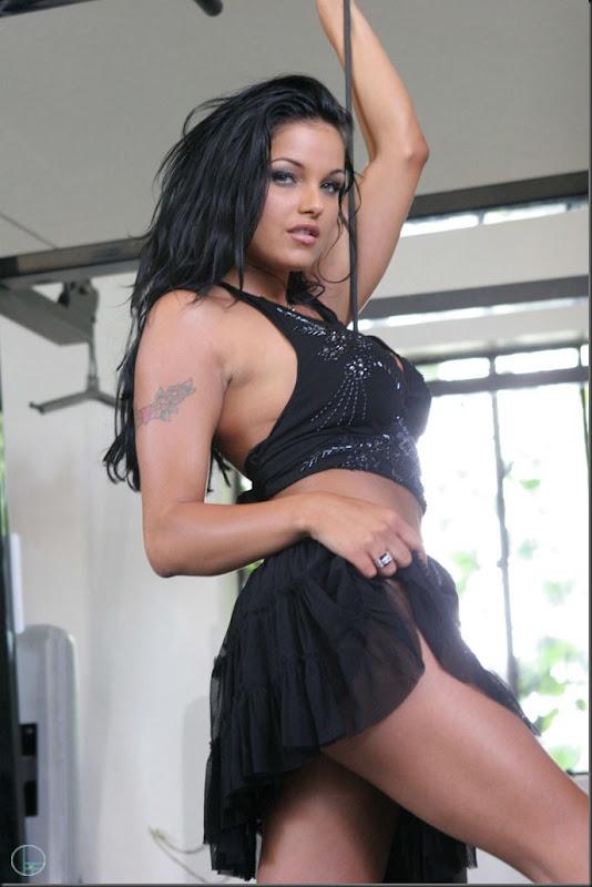 musculo-01--mulher-pelada-nua-buceta-pussy-02023