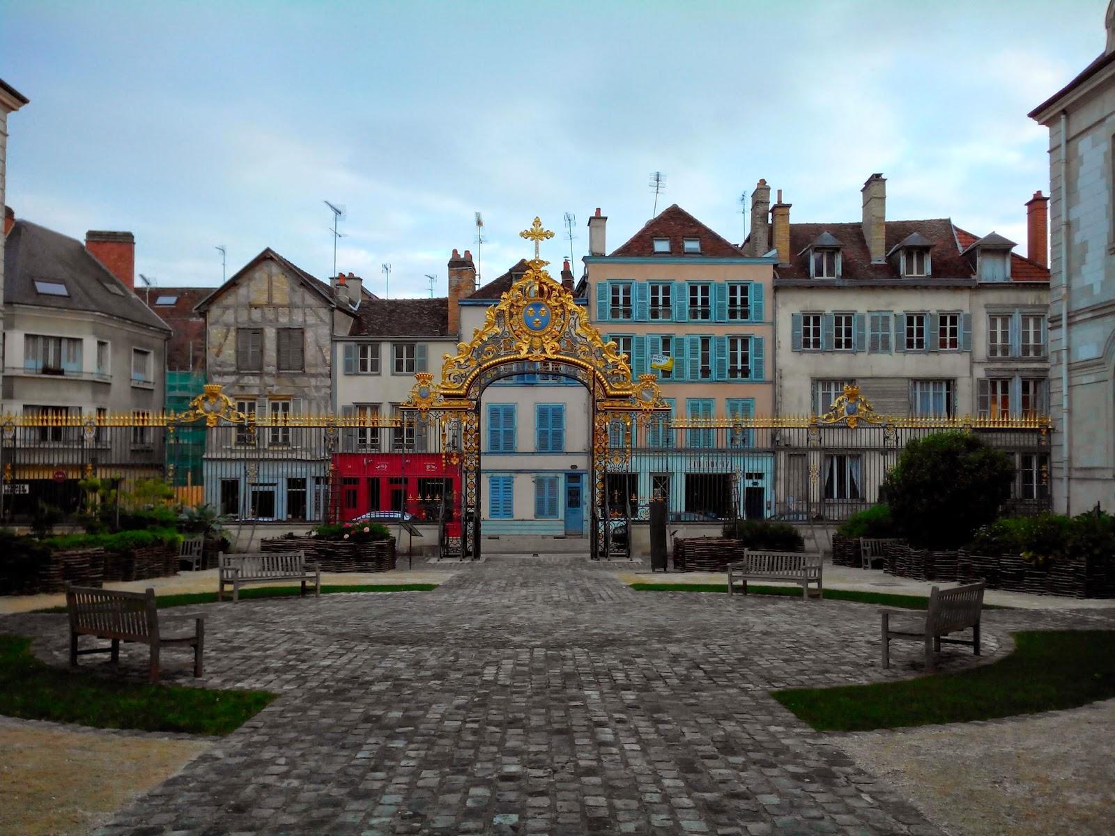 Troyes en champagne les bancs de l 39 h tel dieu troyes for Hotels troyes