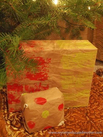 #DIY Wrapping Paper #kidscraft #greencrafting