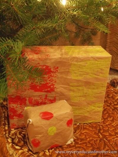 #DIY Wrapping Paper #kidscraft #greencrafting