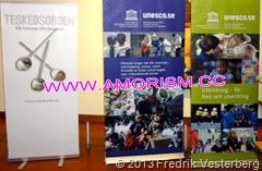 DSC02539.JPG utställare med mera politisk aspekt UNESCO och Teskedsorden. Med amorism