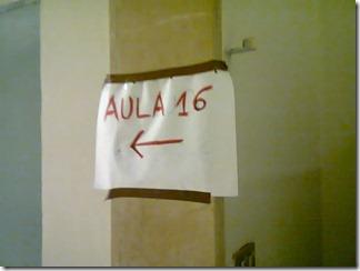 Aula 16, cartello scritto a mano