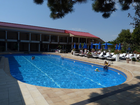 Cazare Costinesti: piscina interioara