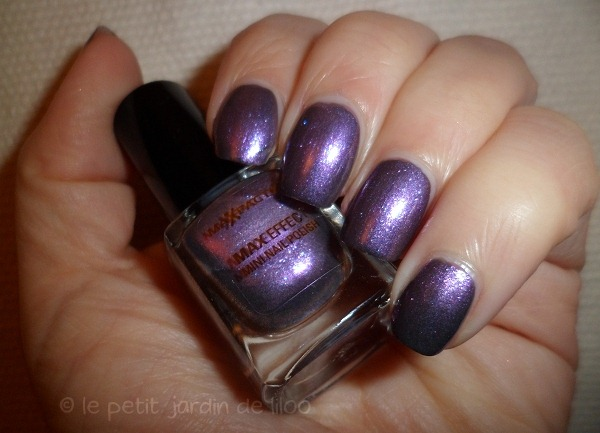 008-max-factor-max-effects-mini-nail-polish-moon-dust