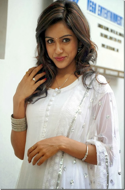 vithika_new_exclusive_still