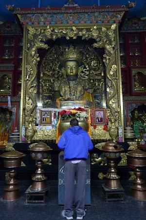 slujba la templu tibetan