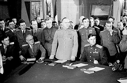 Подписание_акта_капитуляции_Германии_1945_г._2