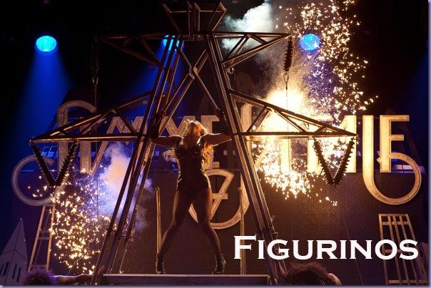Femme-Fatale-Tour-Figurinos