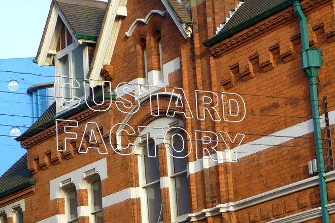 Бирмингем, вывеска Custard Factory