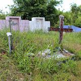 写真7:スバオ現地住民墓碑