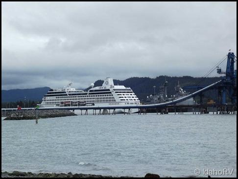 Cruise-Ship-at-Dock
