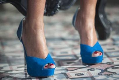 Anahí lanza nueva línea de zapatos Aviesta