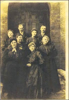 Keen siblings in 1907.