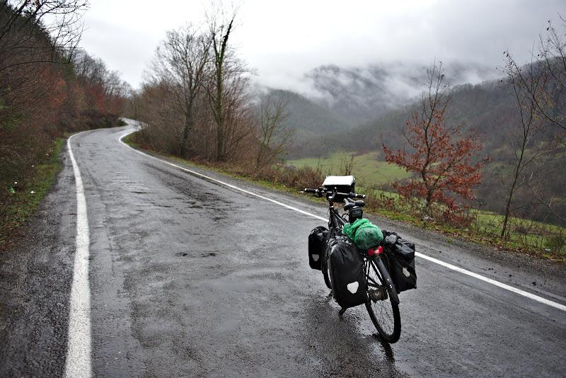 Prima intalnire cu muntii, pe un fel de Valea Cernei in varianta Turceasca.