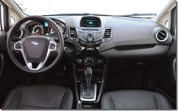 New Fiesta Sedan 2014 (46)