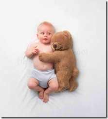 cute_child_with_his_teddy