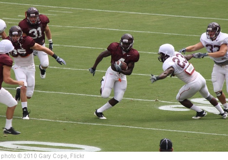 'David Wilson returning a kickoff' photo (c) 2010, Gary Cope - license: http://creativecommons.org/licenses/by-nd/2.0/