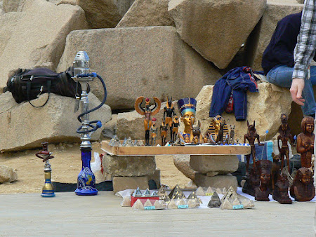 Cartier turisti straini: suvenire din Egipt