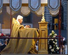29333_Pope_Benedict_leads_Corpus_Christi_procession_in_Rome_on_June_7th_2012_4_CNA_Vatican_Catholic_News_6_7_12