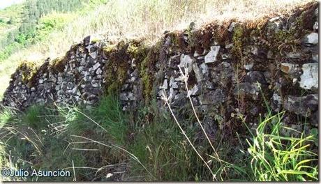 Castillo de Burgui - restos de muros