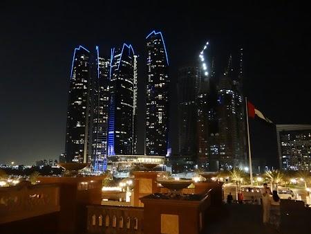Abu Dhabi noaptea